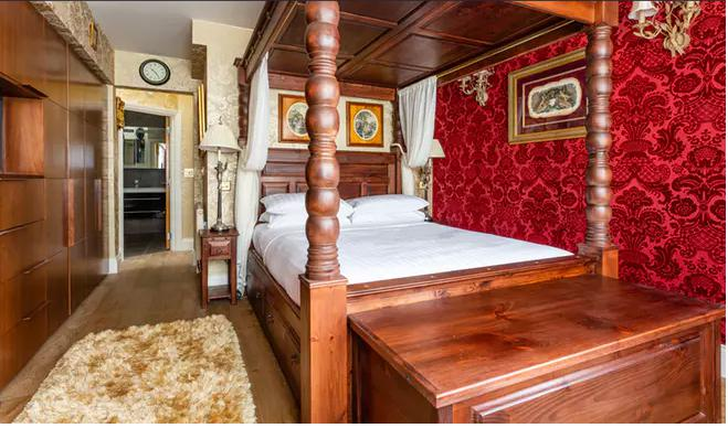 Image 43 - Wallpaper room, fitted wood flooring and assembled bed.