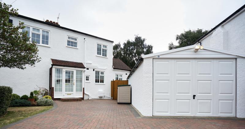 Image 180 - Pebble dashed House in Brilliant White Duluix Weathershield.