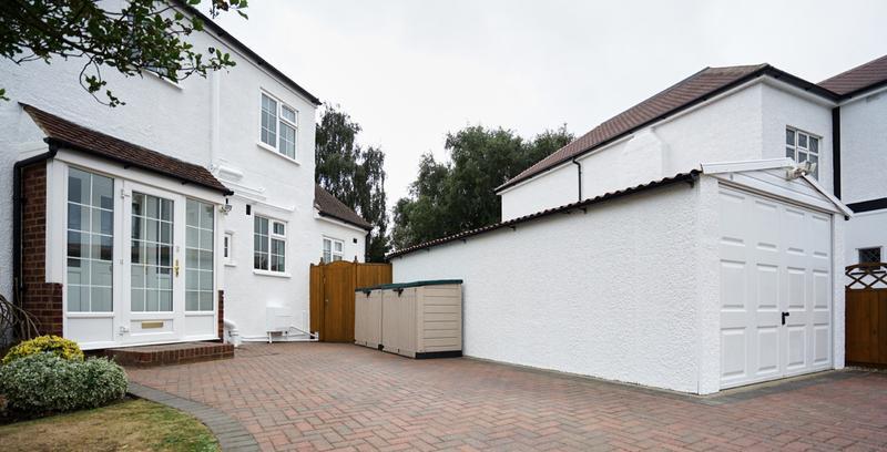 Image 179 - Pebble dashed House in Brilliant White Duluix Weathershield.