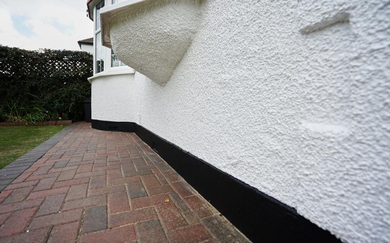 Image 182 - Pebble dashed House in Brilliant White Duluix Weathershield.
