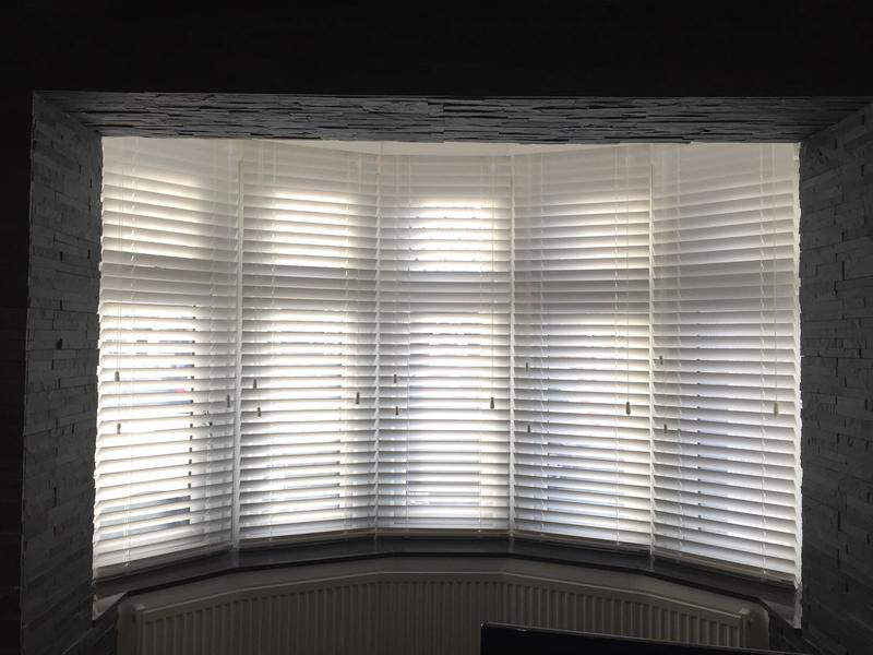 Image 5 - Fitting blinds wood Venetians blinds