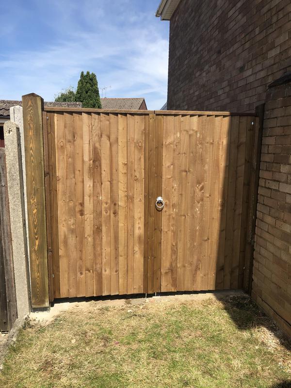 Image 40 - Close board gates
