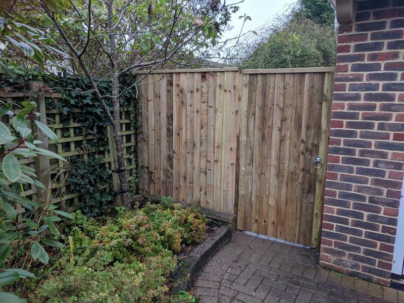 Image 151 - Closeboard fencing infill and matching gate