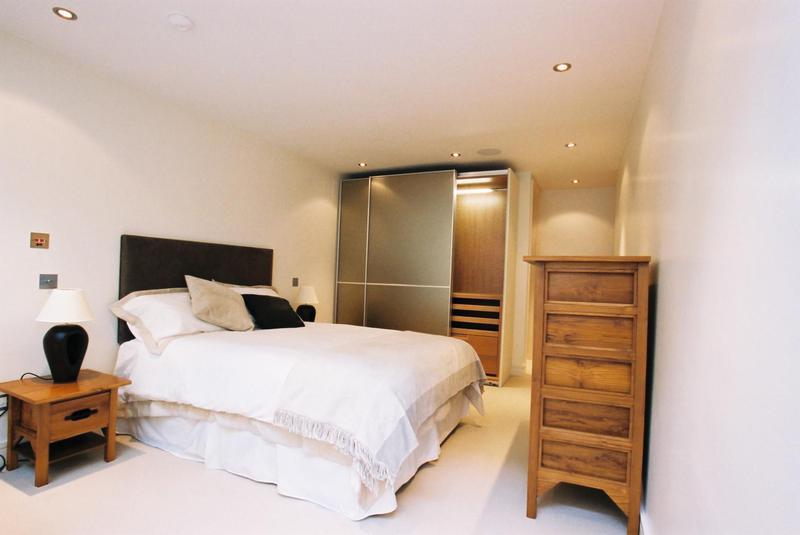 Image 31 - Bedroom