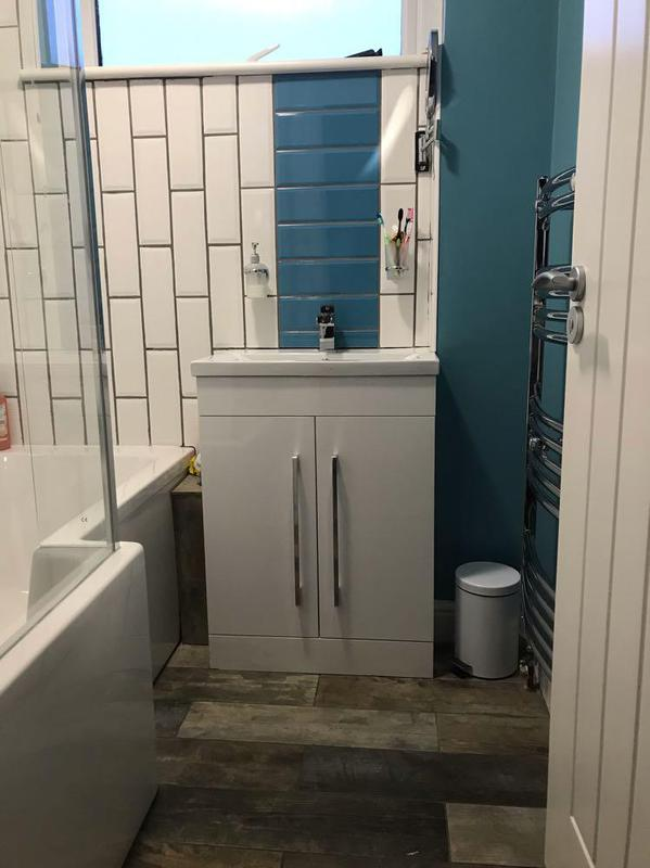 Image 17 - Complete new bathroom inc tiles