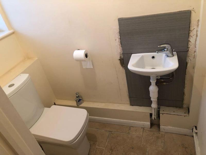 Image 5 - New cloakroom & sink splash back tiling