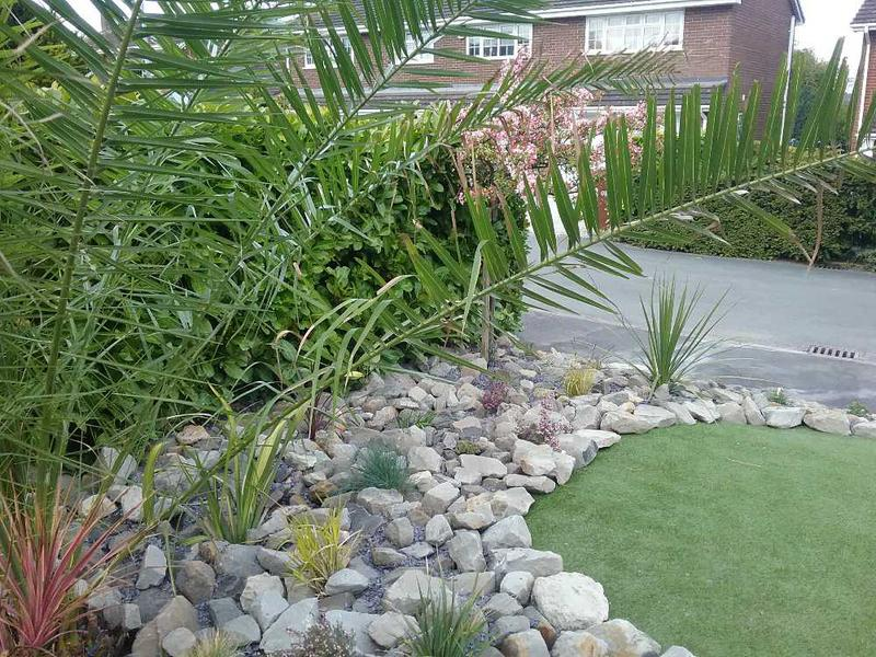 Image 54 - ROCK PLANTER WITH ARTIFICIAL GRASS