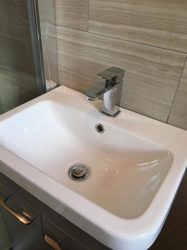 Image 49 - New sink and unit