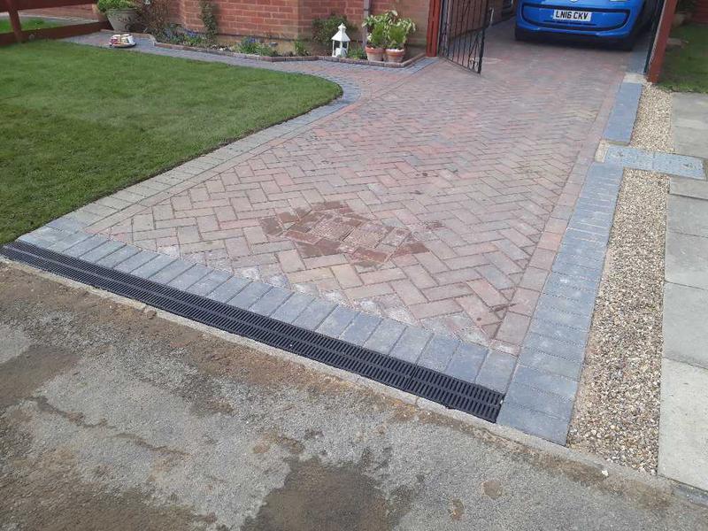 Image 36 - 45dg herringbone block paving Watford
