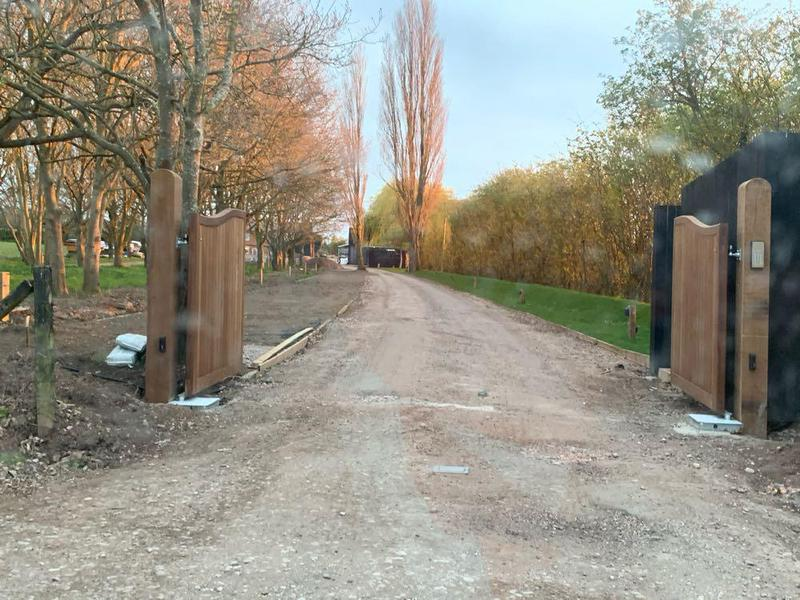 Image 16 - brand new swan neck gates