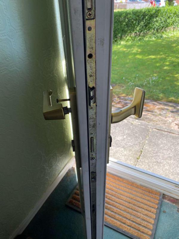 Image 6 - Broken handle and mechanism
