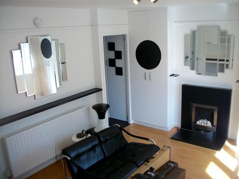 Image 16 - White walls with black finish.