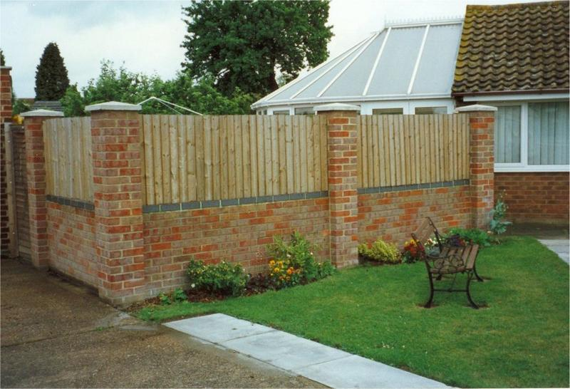 Image 9 - privacy to rear of garden