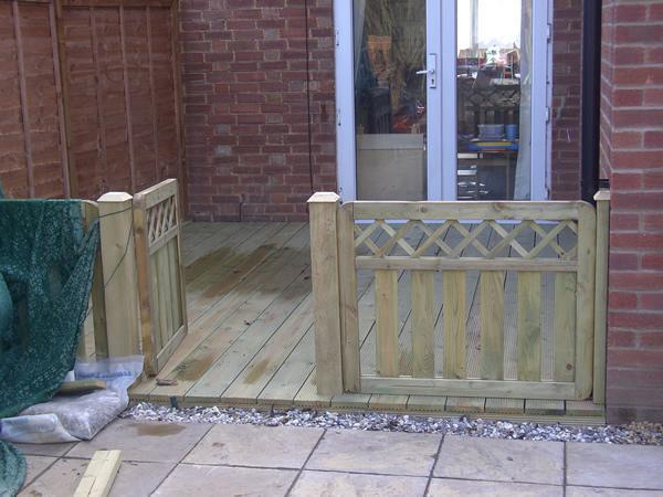 Image 43 - Decking and Gate Willingham