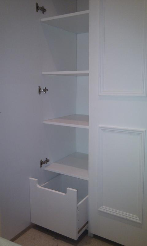 Image 17 - Fitted wardrobe with drawer space.