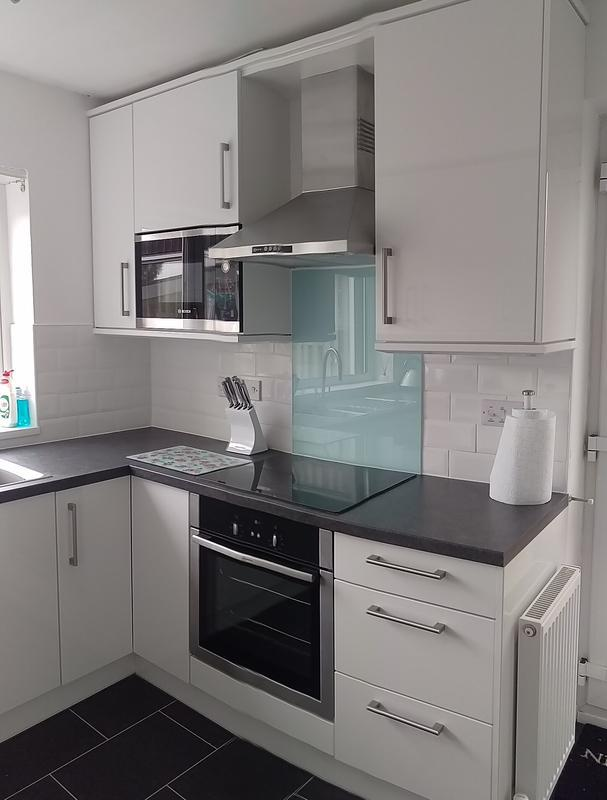 Image 32 - White gloss and Neff appliances