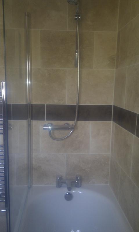 Image 13 - Bath / Tiling