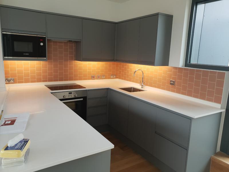 Image 66 - Kitchen installation, tiling.