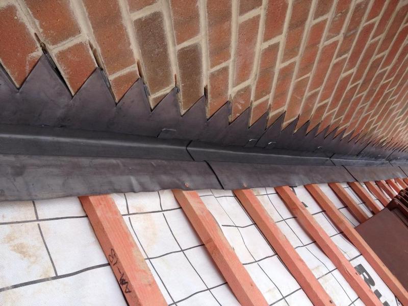 Image 5 - Silvas Grange housing estate - step flashing