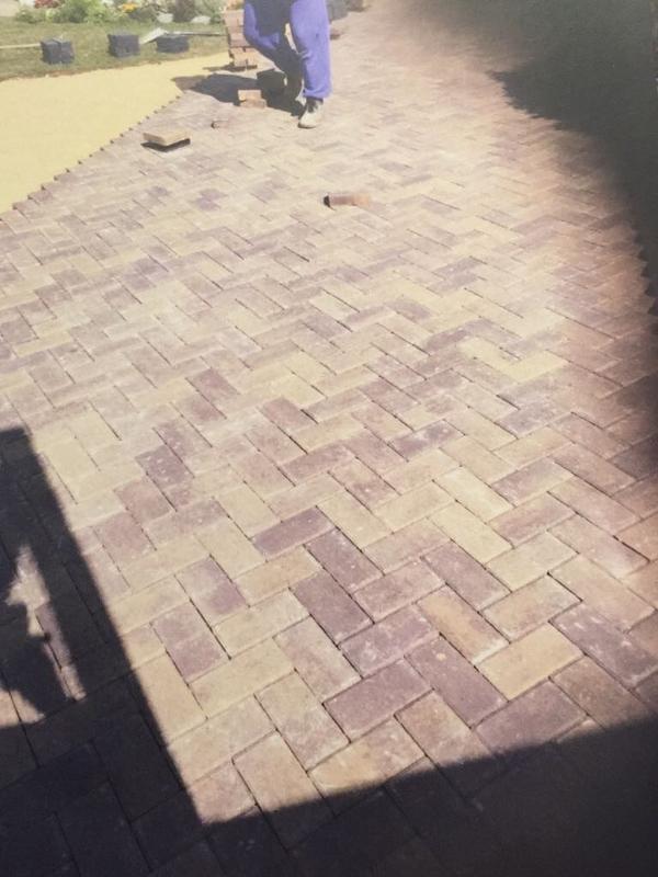 Image 43 - Laying process of standard block paving