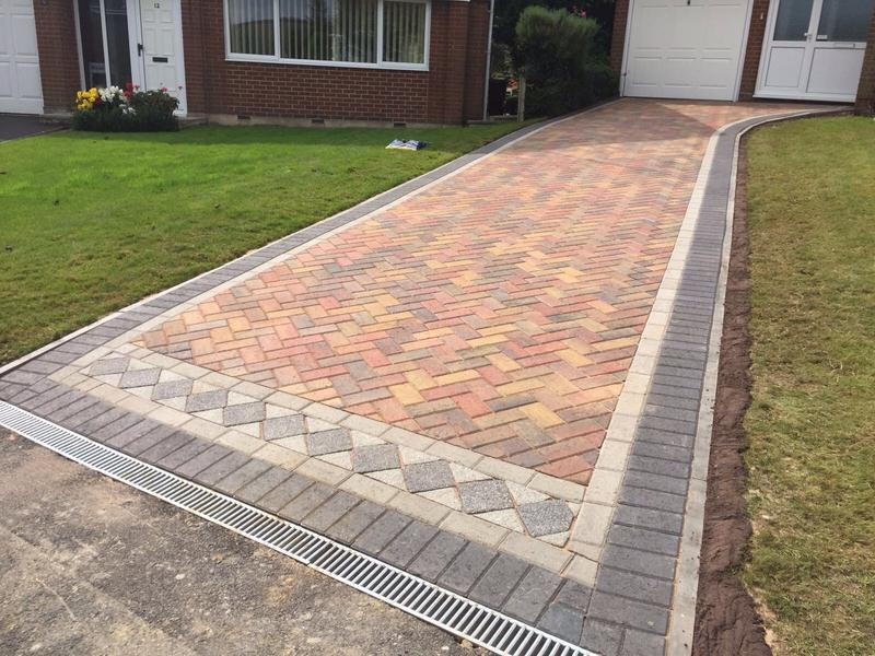 Image 40 - Block pave driveway with design