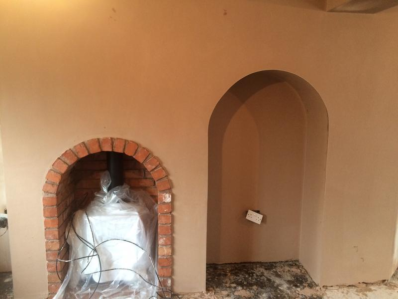 Image 34 - Fire place with arch