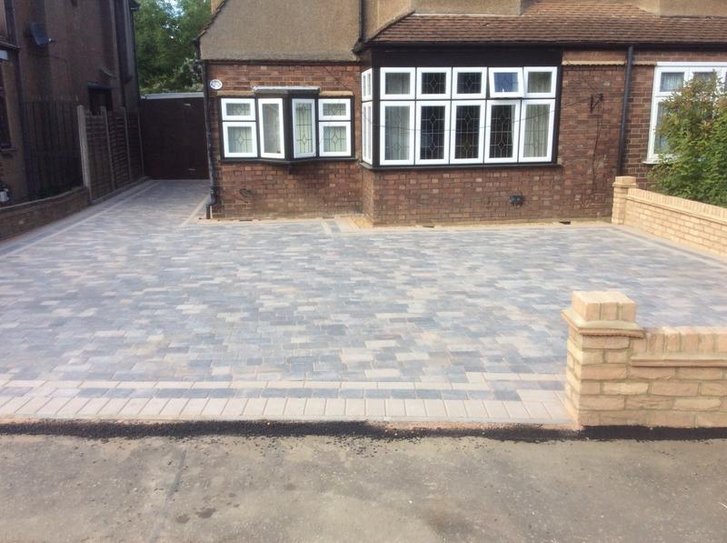 Image 111 - Front driveway in theydon boys Essex