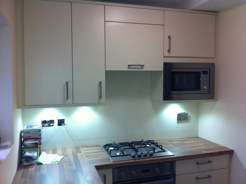 Image 26 - Maximising space with 900mm high wall units and an integrated microwave.