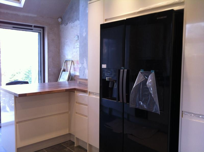 Image 2 - fitted kitchen in wallington