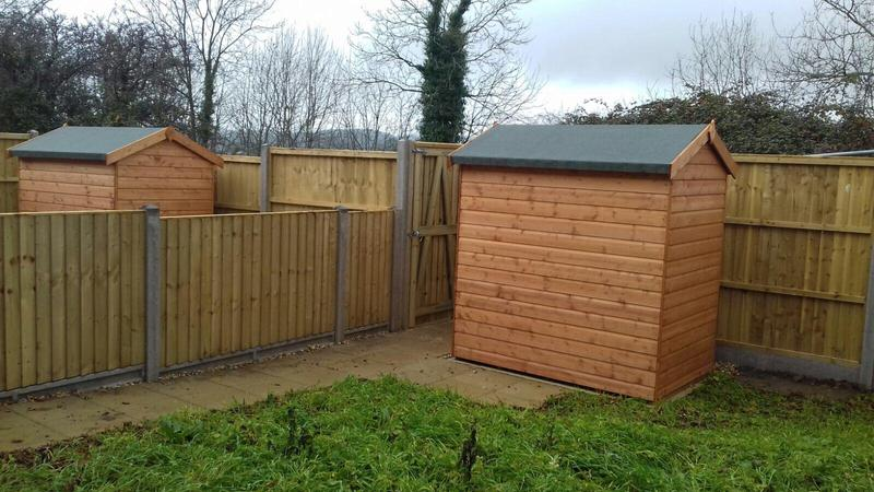 Image 165 - Closeboard panel fencing on concrete posts and concrete gravel boards
