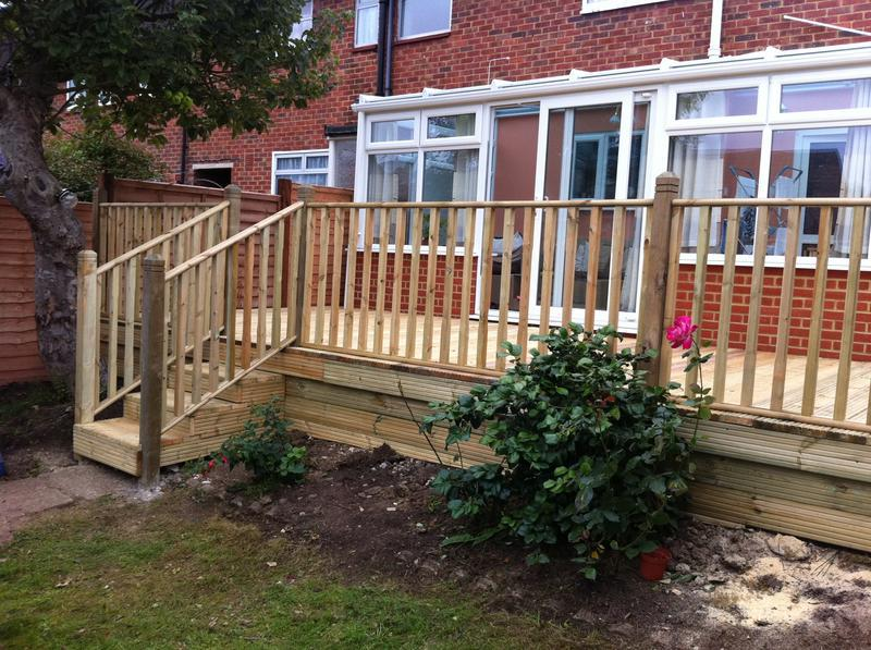 Image 6 - raised decking with balustrade.