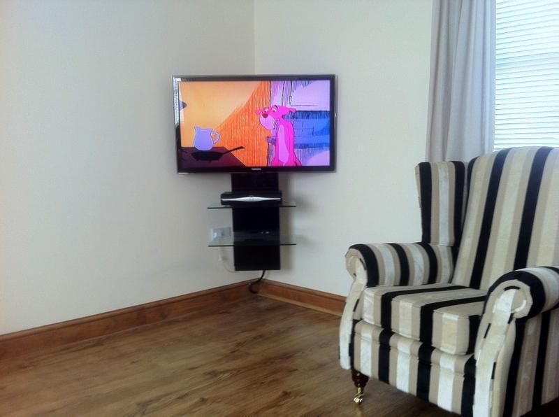 Image 15 - Wall mount TV and shelving unit. Hide cabling behind skirting boards