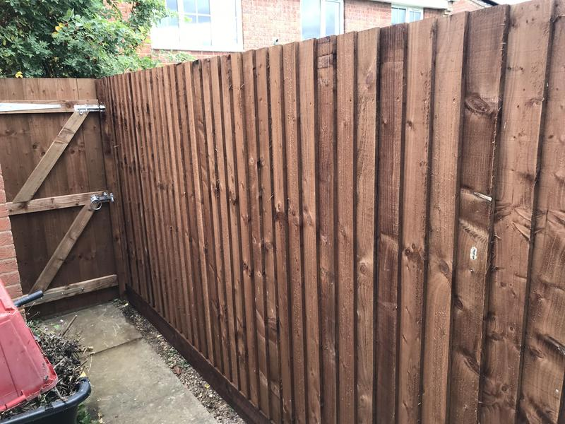Image 3 - Feather edge fencing with gate