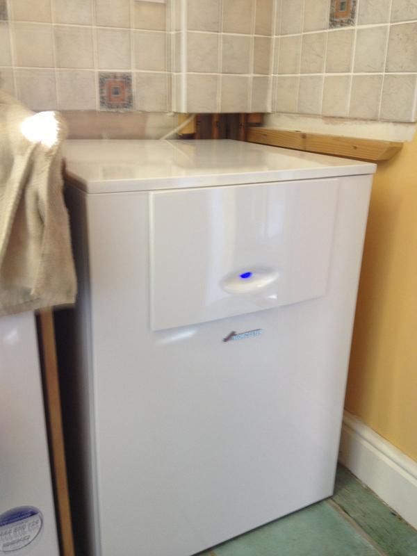 Image 8 - worcester 440 high flow combi ( 25 litres of hot water per minute)
