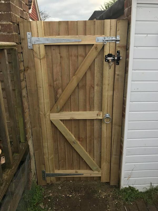 Image 32 - Garden gate with a very strong gate mate lock supplied with 5 keys