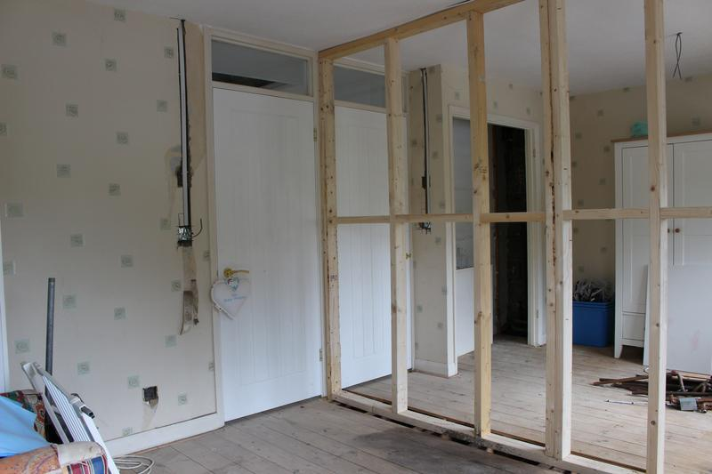 Image 17 - Bedroom wall fitted to convert into two rooms