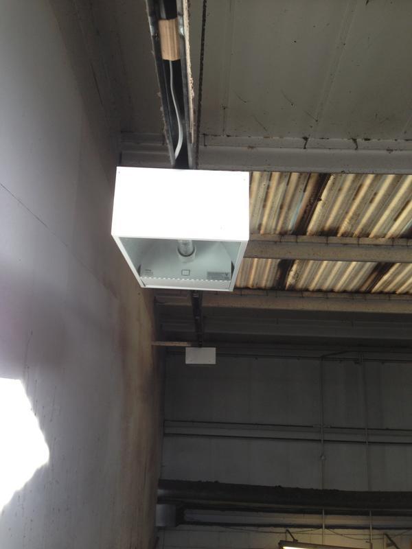 Image 31 - industrial low bay lighting