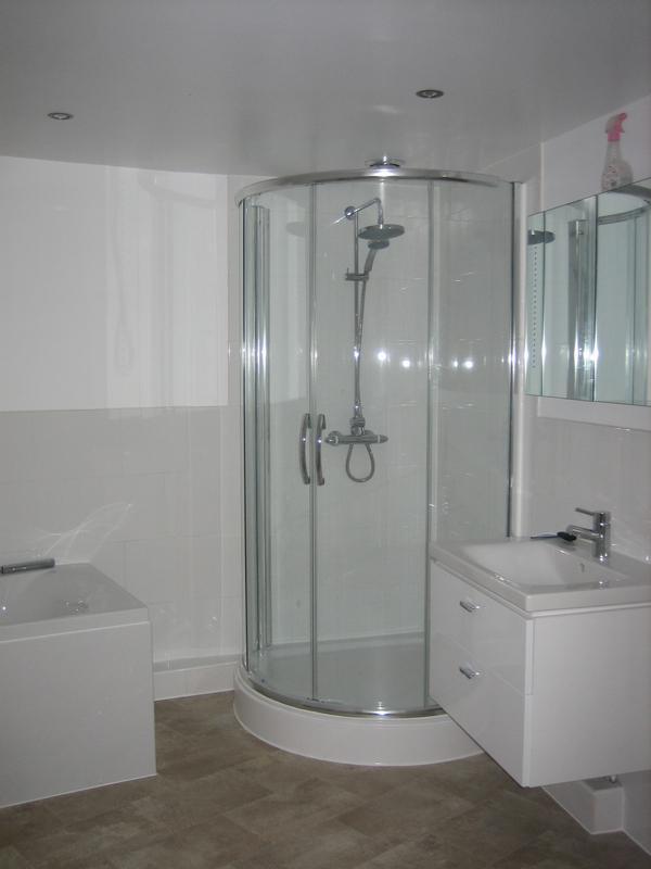 Image 26 - Shower