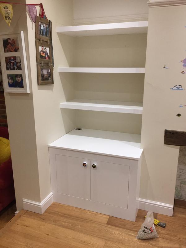 Image 113 - Built in unit and floating shelves