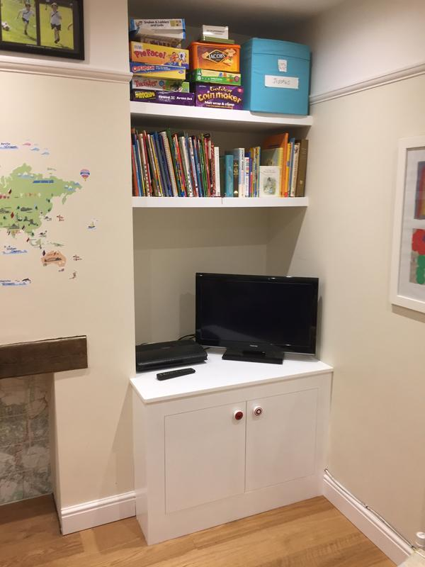 Image 114 - Built in unit and floating shelves