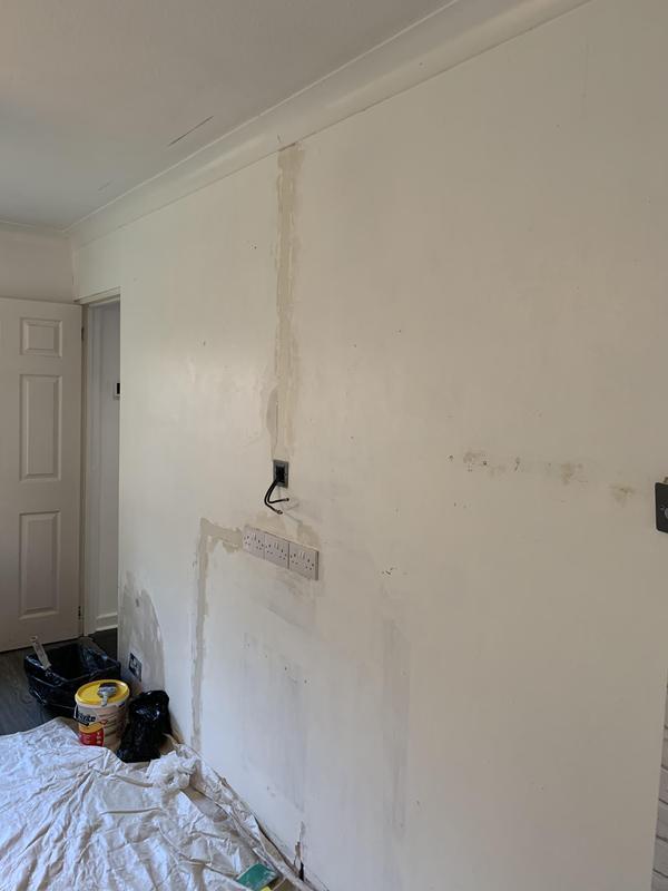 Image 15 - Living room - before wallpaper