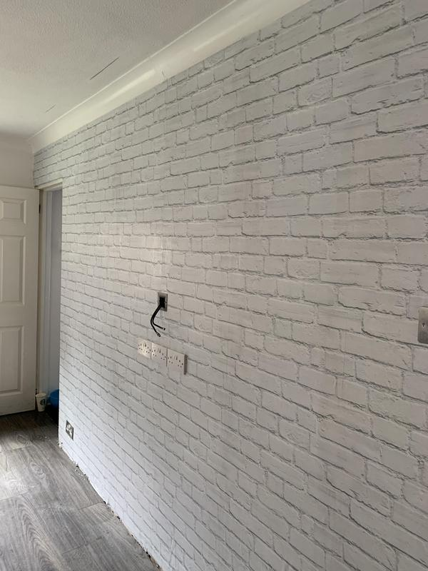 Image 14 - Living room - after wallpaper
