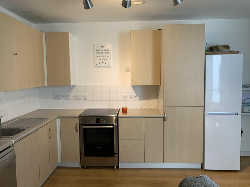 Image 19 - Kitchen cupboards (before)