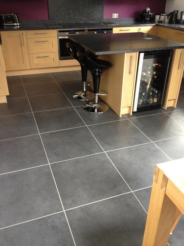 Image 2 - 60cm x 60cm Rectified porcelain floor