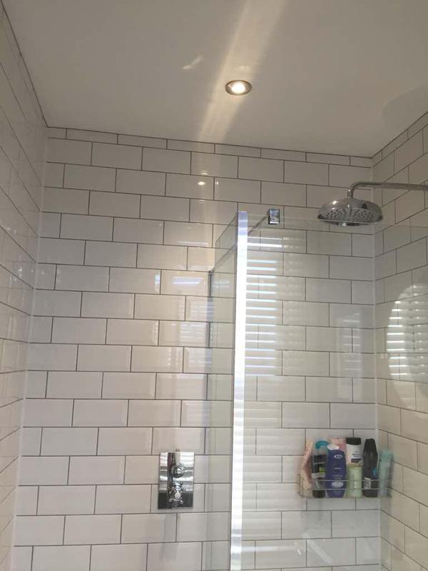 Image 12 - Modern bathroom