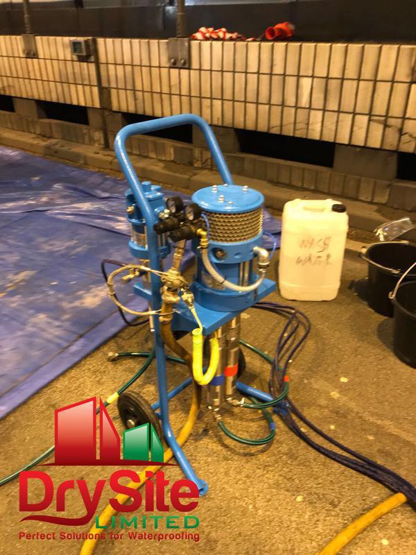 Image 56 - Acrylic injection pump.