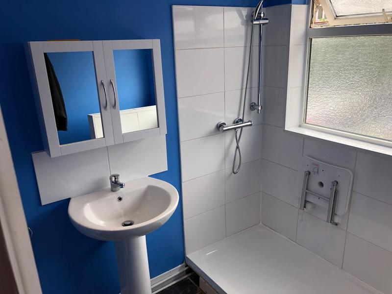 Image 6 - Disable bathroom in gravesend