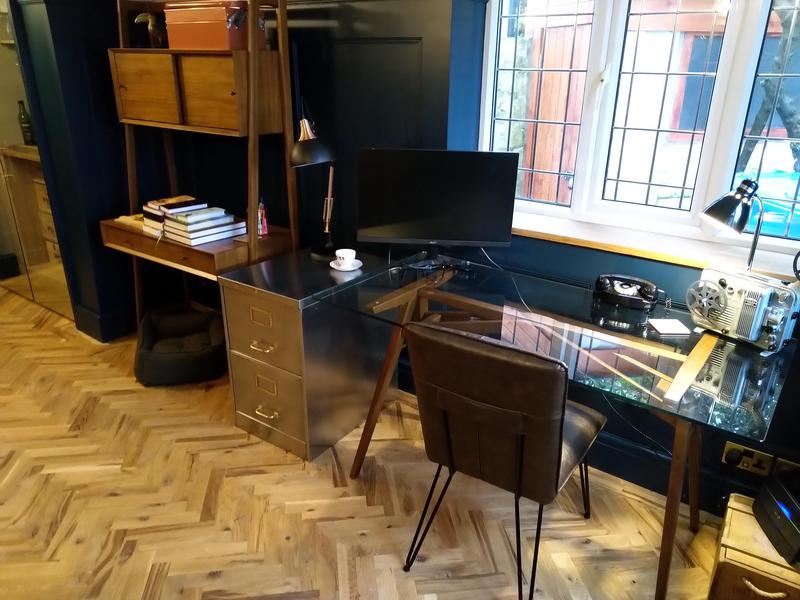 Image 16 - Study with parquet flooring
