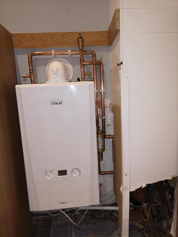 Image 5 - Ideal Heat only 30 KW boiler installed equipped with magna clean filter. System Powerflushed prior to new installation. 10 year parts and labour warranty for new boiler.