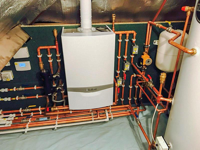 Image 18 - Vaillant 937 With hot water cylinder